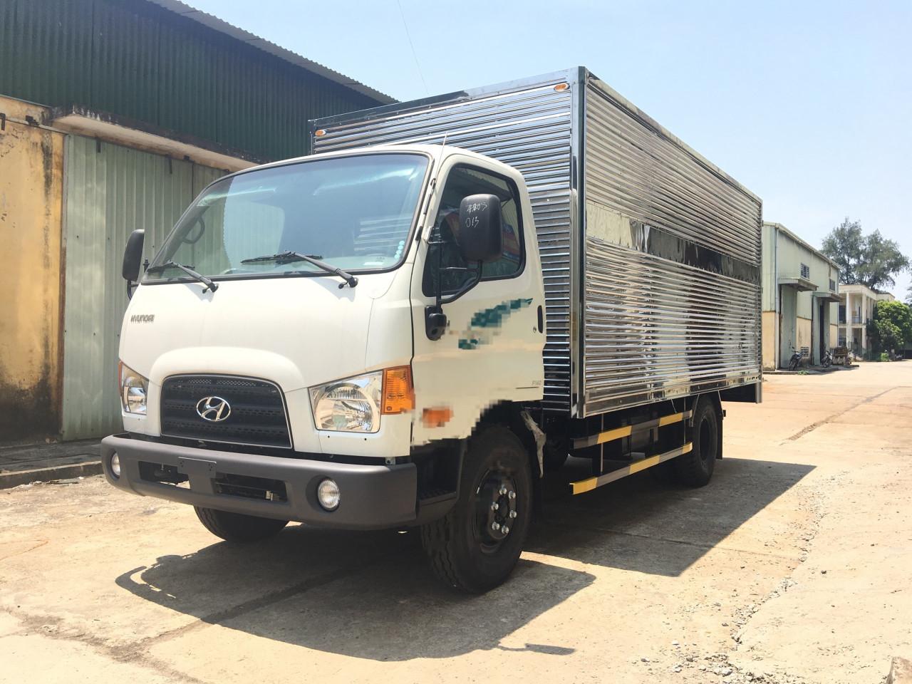 Hyundai 110S thùng kín