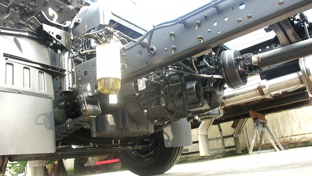 Hộp số trên xe Hyundai 110S tải trọng 7 tấn