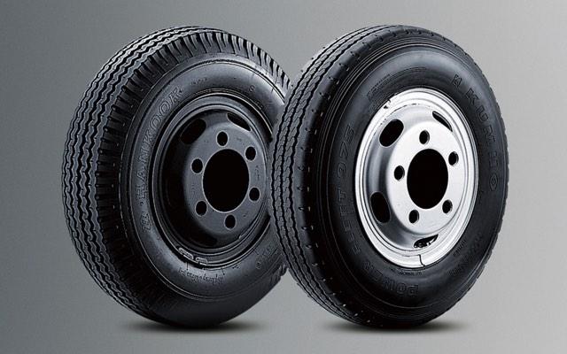 Hyundai 110SL sử dụng lốp 8.25-16