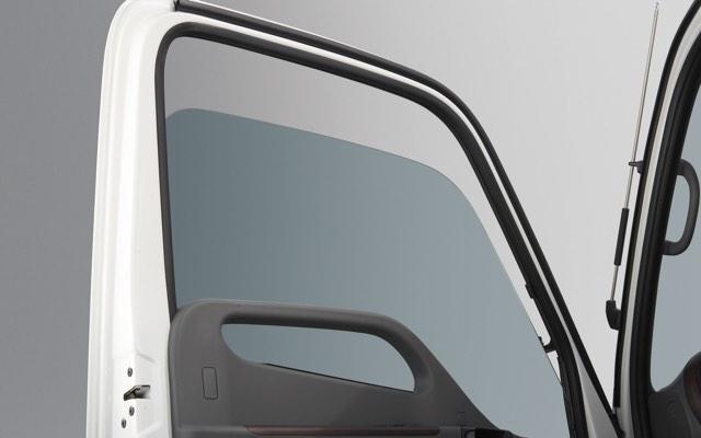 Hyundai 110SL trang bị Kính chỉnh điện